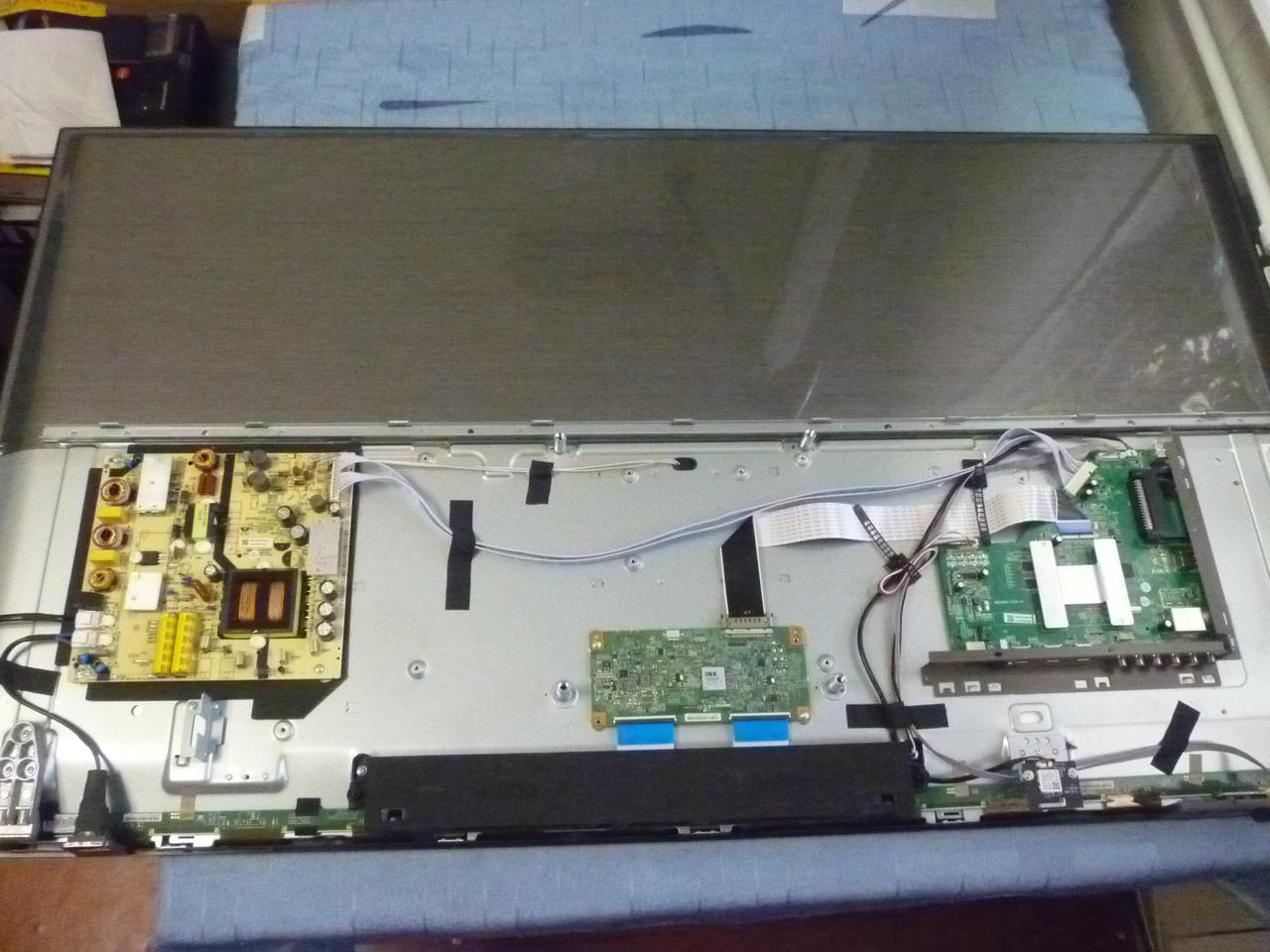 Плати від LЕD TV KIVI 50UK30G по блоках (матриця розбита).