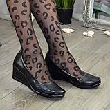 """Черные женские туфли на устойчивой танкетке, натуральная кожа """"питон""""., фото 2"""