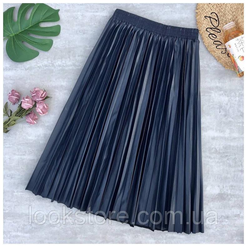 Женская плиссированная юбка плиссе из кожзама синяя