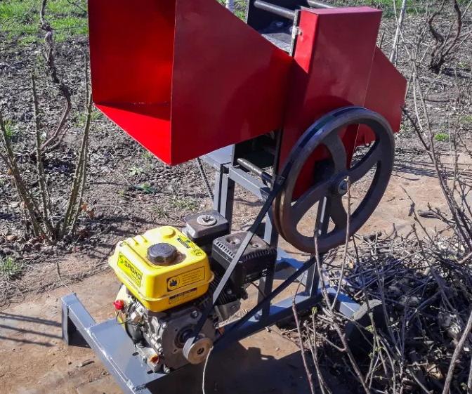Измельчитель веток садовый веткоруб до 80 мм бензиновый.