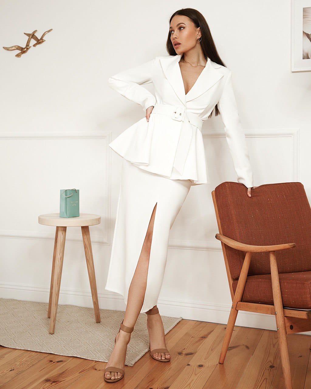 Костюм женский с баской (пиджак, юбка) AniTi 561, белый