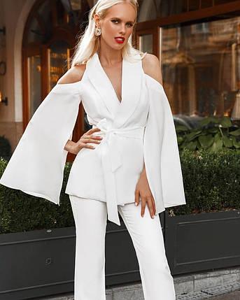 Костюм женский брючный с пиджаком (вырезы на плечах, рукава-крылья) AniTi 401, белый, фото 2