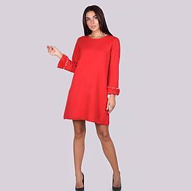 Трикотажное женское платье свободного кроя до колена украшено жемчугом и мехом в 5 цветах в размерахSM и ML