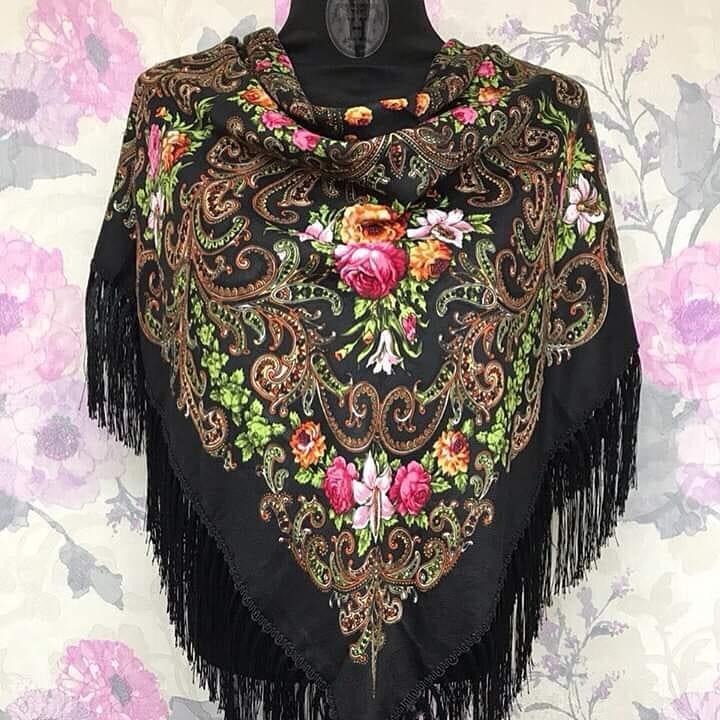 Платок большой с цветочным орнаментом в Украинском народном стиле с бахромой . 120*120