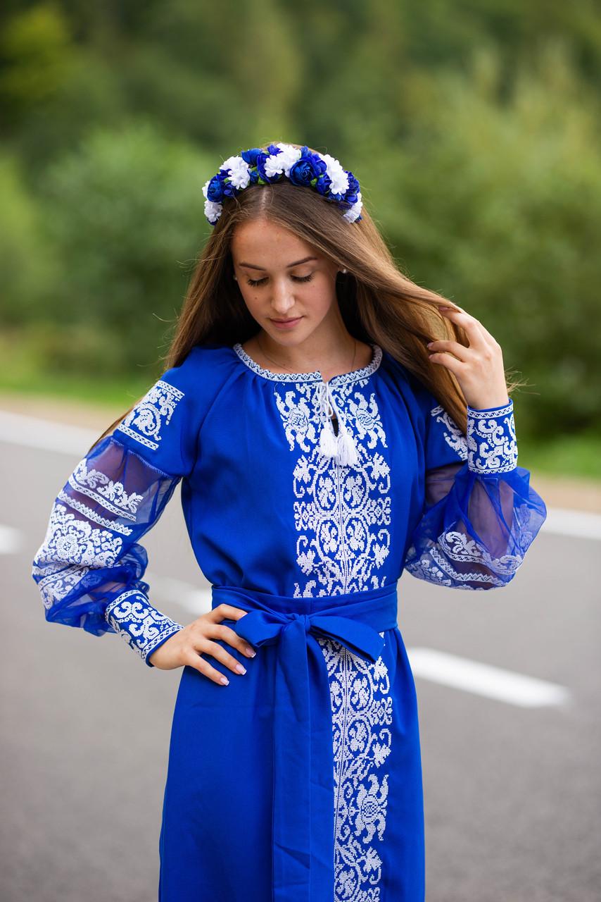 Вишите плаття синього кольору білими нитками -завжди вигідна ідея! «Крижане серце»