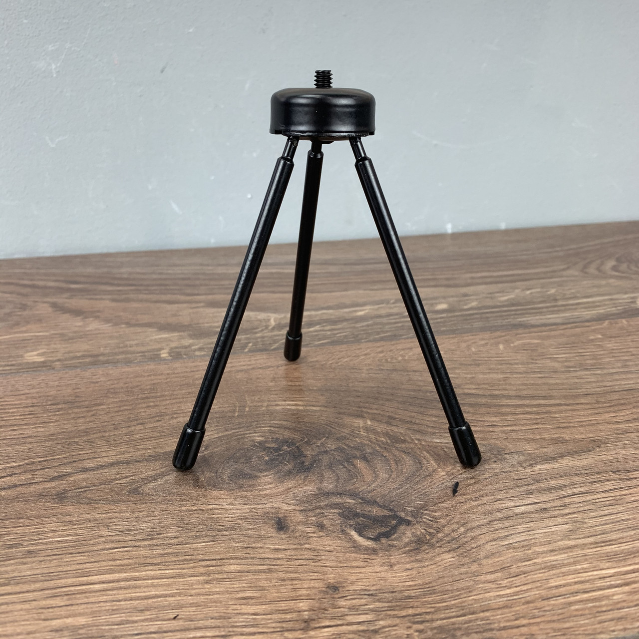 Универсальный штатив тренога для телефона смарфтона трипод камеры кольцевой лампы фотоаппарата видеокамеры