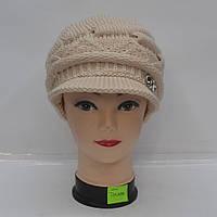 Модна жіноча  шапка  з  козирком