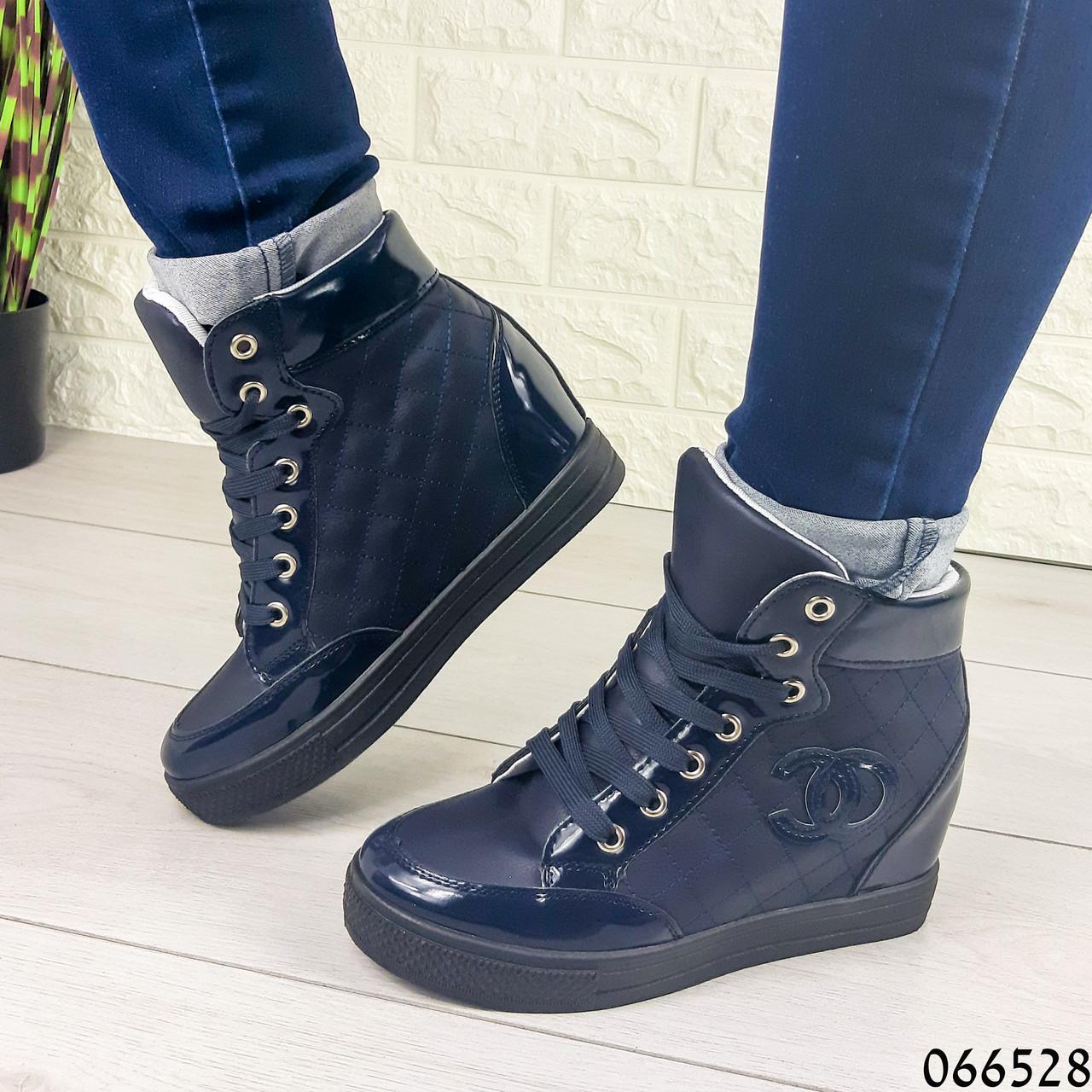 Женские ботинки демисезонные синие на танкетке из эко кожи + эко лак. Внутри текстильная подкладка