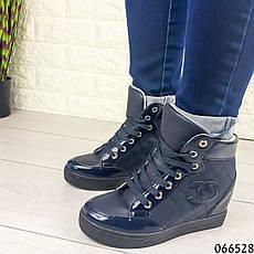 Женские ботинки демисезонные синие на танкетке из эко кожи + эко лак. Внутри текстильная подкладка, фото 2