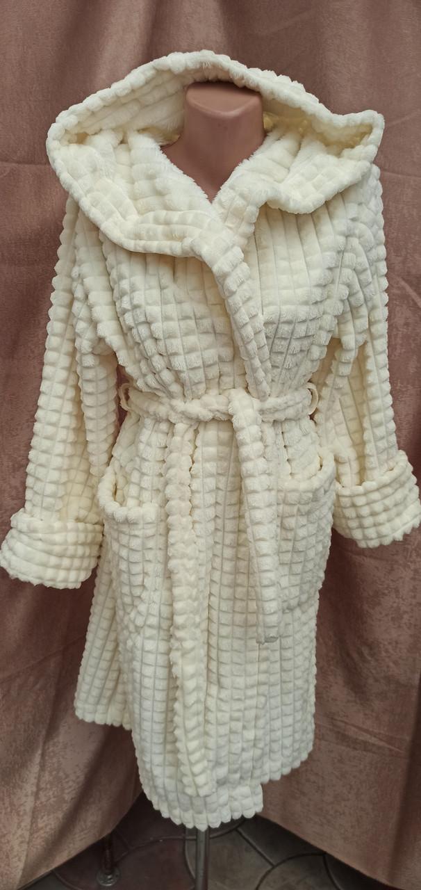Короткий махровый халат на запах с капюшоном Соты Молочный