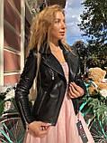 Чорна куртка з гладкої шкіри з діагональними рядками, фото 4