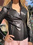 Черная куртка из гладкой кожи с диагональными строчками, фото 3