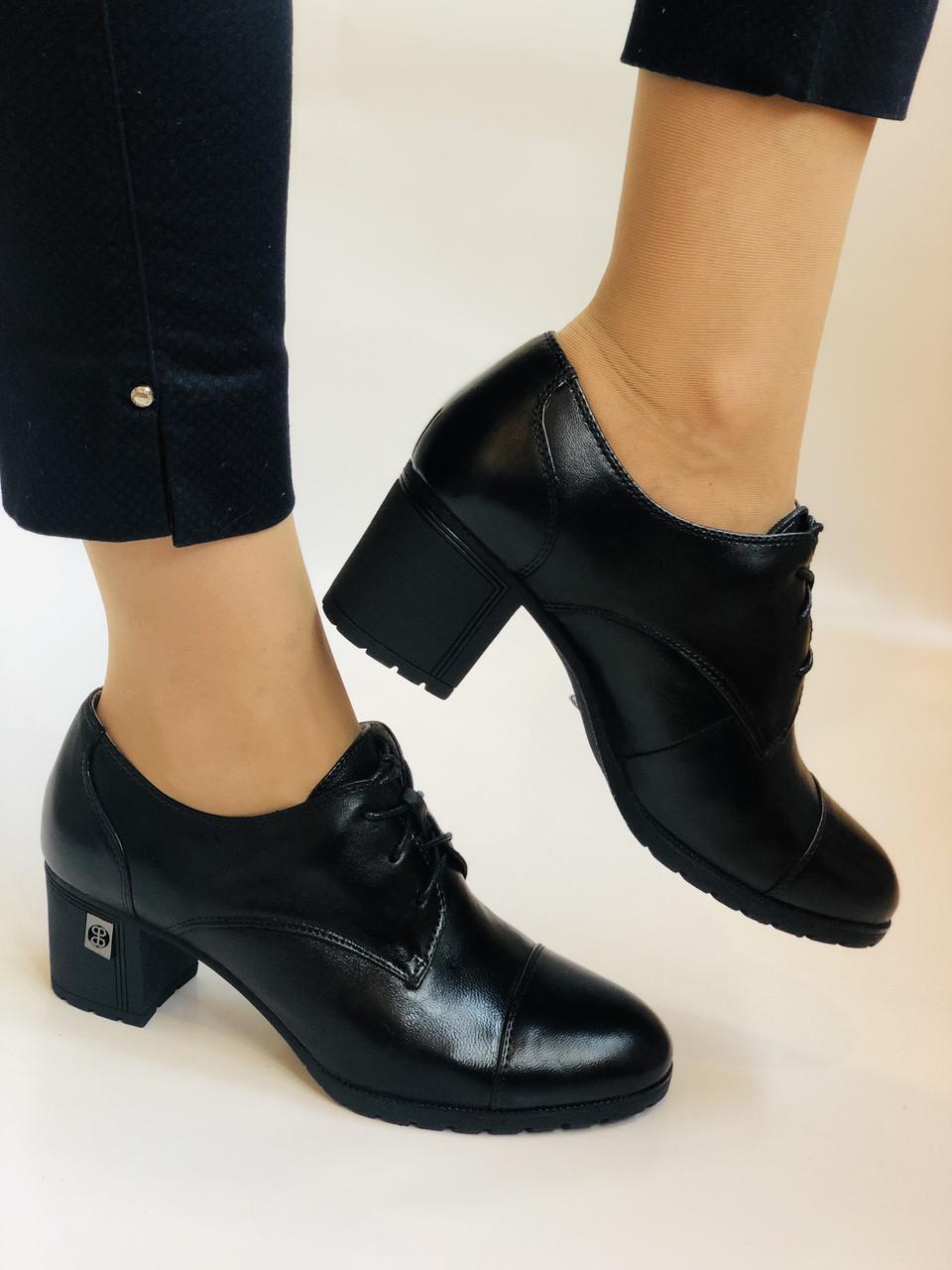 Стильні жіночі туфлі.Натуральна шкіра.Середній каблук. Polann.Р. 38,40