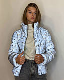 Куртка женская светоотражающая из рефлективной ткани с принтом Буква серебряного цвета, фото 5