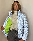 Куртка женская светоотражающая из рефлективной ткани с принтом Буква серебряного цвета, фото 2
