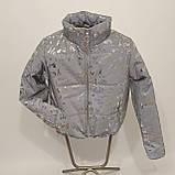 Куртка женская светоотражающая из рефлективной ткани с принтом Буква серебряного цвета, фото 7