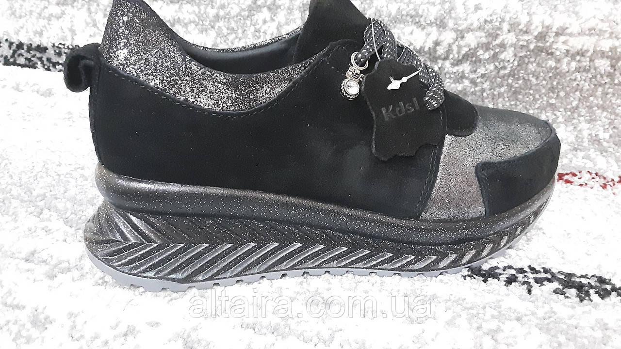 Модні жіночі спортивні туфлі від KDSL, у чорної замші. Розміри 36-41.