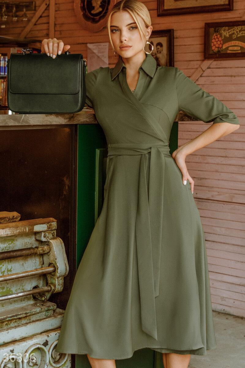 Платье на запах с отложным воротником