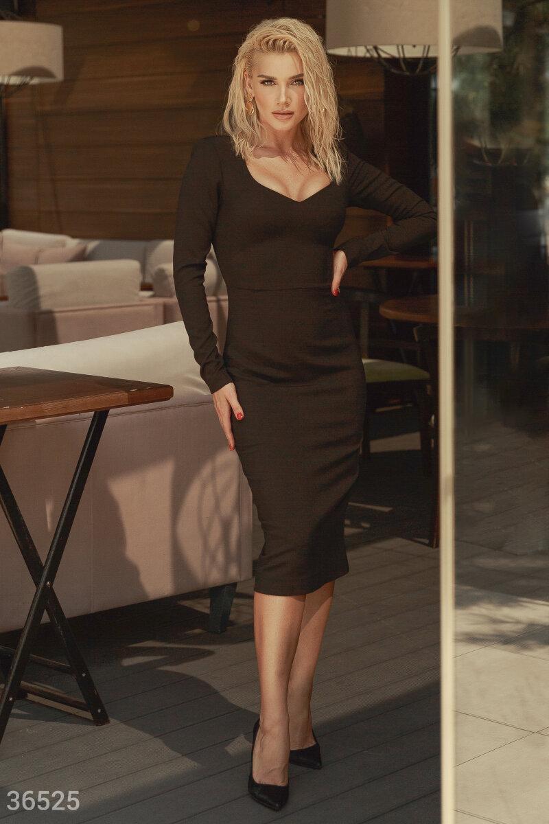 Облегающее платье-футляр длины миди