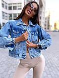 Женская джинсовка оверсайз с бахромой на карманах из страз джинсовая куртка, фото 3