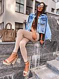 Женская джинсовка оверсайз с бахромой на карманах из страз джинсовая куртка, фото 8