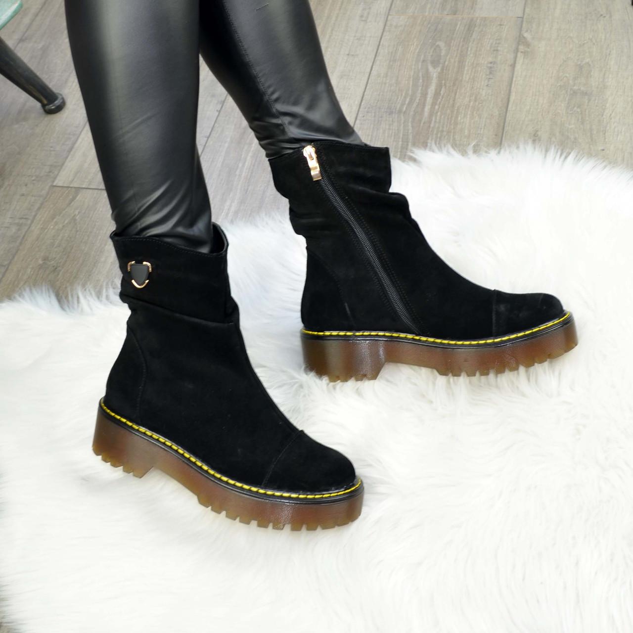 Ботинки женские замшевые на утолщенной подошве. Цвет черный