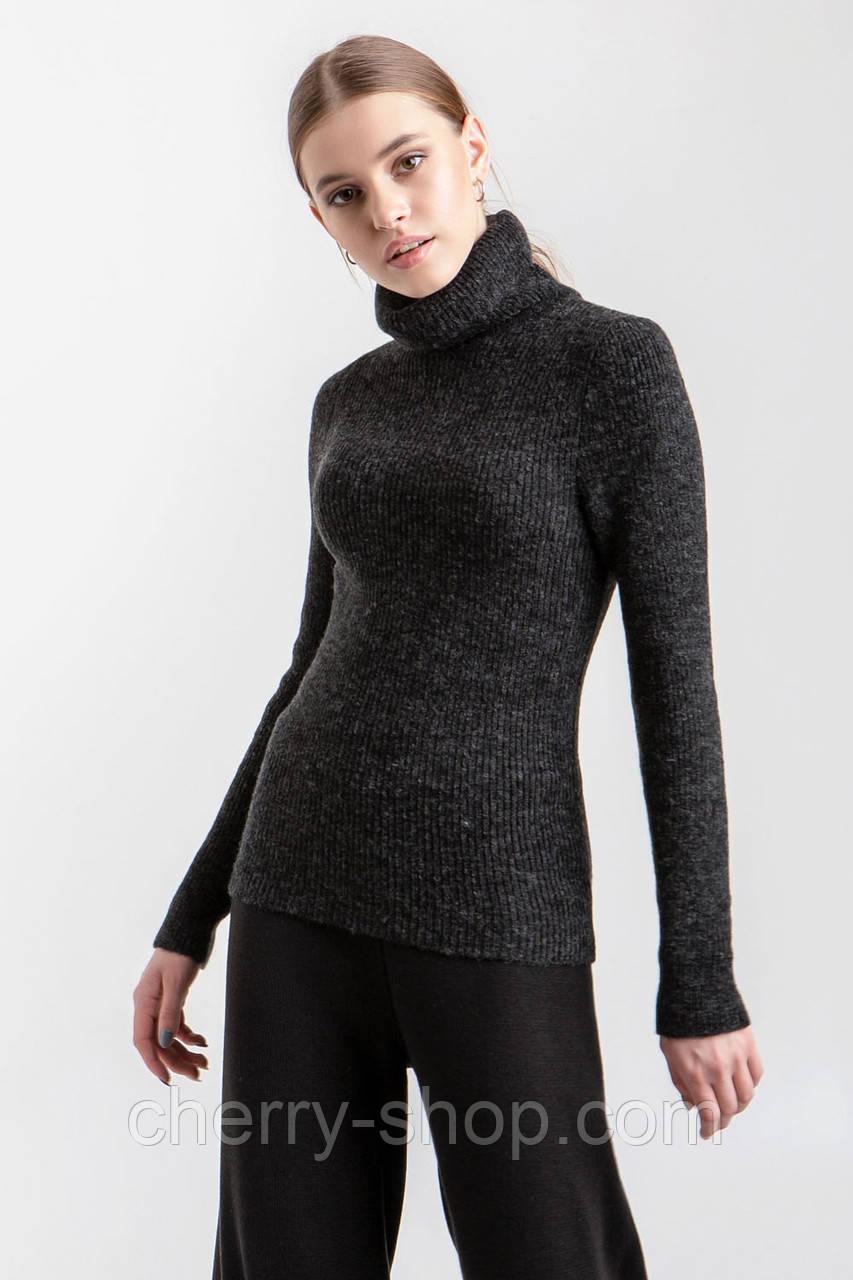 Эластичный и комфортный однотонный свитер