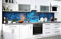 Виниловый 3Д кухонный фартук Зима Вечер в лесу (самоклеющаяся пленка ПВХ скинали) деревья снег Природа Голубой 600*2500 мм, фото 1