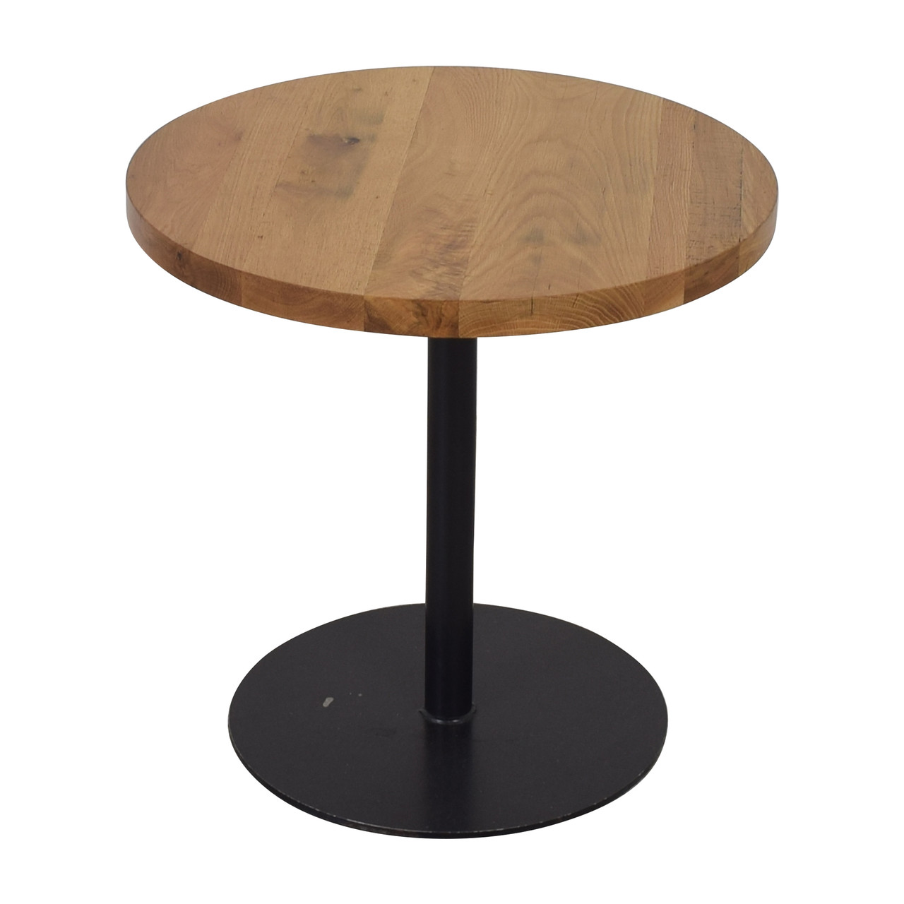 Дизайнерские круглые столы в кафе из натурального дерева
