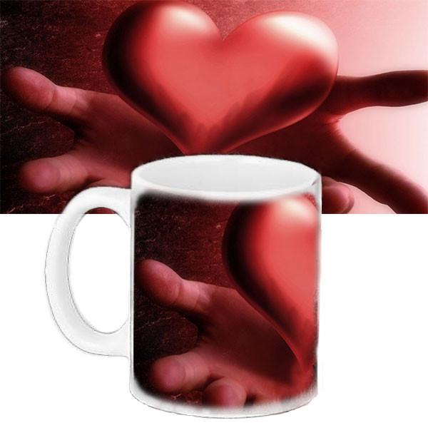 Чашка Moderika белая с рисунком Сердце в твоих руках (33123)