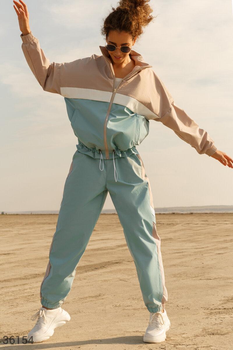 Трехцветный спортивный костюм из плащевой ткани мятный