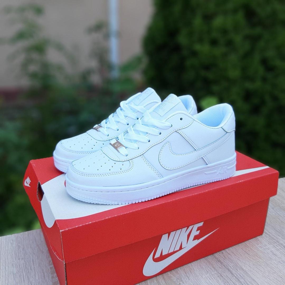 Nike Air Force 1  ' 82 женские белые  демисезонные кроссовки на шнурках