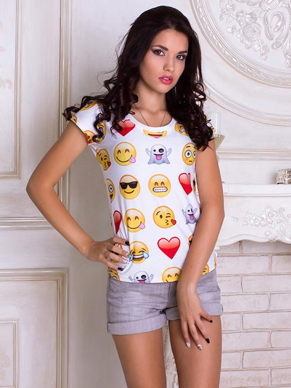 Белая женская футболка с принтом Смайлы