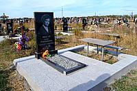 Памятник с благоустройством и местом подзахоронениям