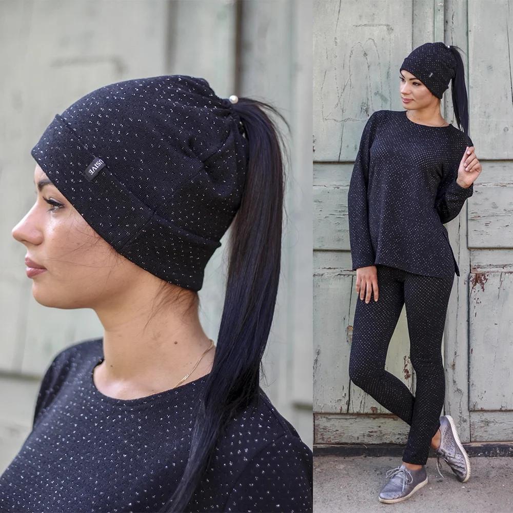 Женская трикотажная шапка с отверстием для хвоста с блестящей нитью