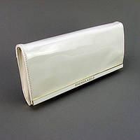 Белая лаковая женская сумка-клатч через плечо вечерний свадебный выпускной с клапаном, фото 1