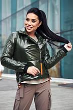 Женская короткая демисезонная куртка-косуха с утеплителем, блестящая. Хаки(зеленая)