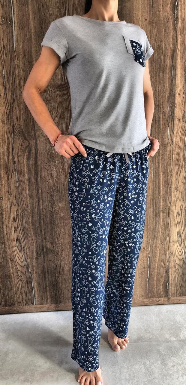 Штаны и футболка-летние пижамы с рисунком.