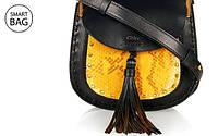 Дизайнер Клэр Уэйт Келлер представила новую женскую сумочку Chloé Hudson Mini Shoulder Bag.