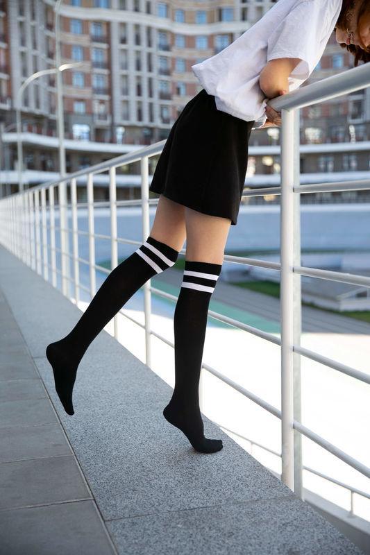 Высокие носки до колена SOX черного цвета с белыми полосками