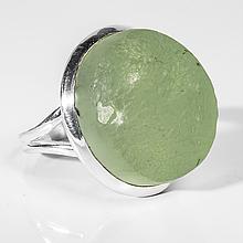 Серебряное кольцо с пренитом, 21*18 мм., 1518КП