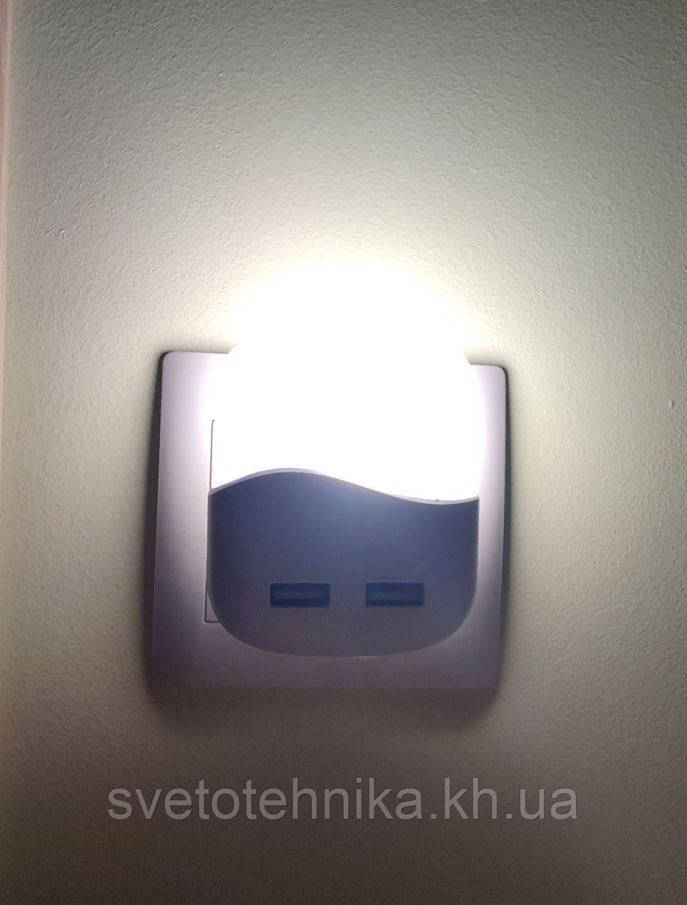 """Светильник - ночник  """"Feron"""" FN 1123 белый 0.45 W, с датчиком освещенности и 2-мя USB портами"""