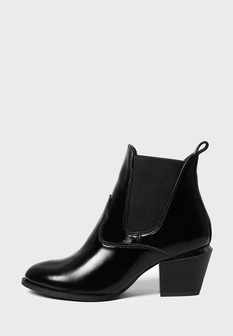 VM-Villomi Демисезонные лаковые ботинки черного цвета на каблуке