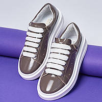 Модные зимние женские кеды ботинки короткие на высокой подошве кожаные лаковые темно-серые