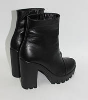 Женские кожаные полусапожки на высоком каблуке