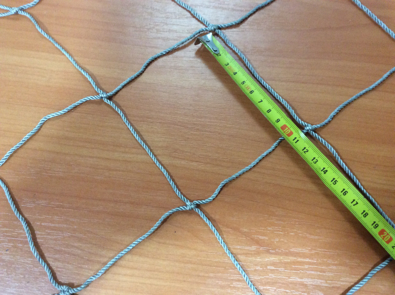 Капронова сітка осередок 100мм нитка 3,0 мм 1,5 х 5,7 м в робочому стані