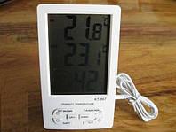Цифровой портативный термометр с гигрометром KT-907, оснащенный встроенным и выносным датчиком.
