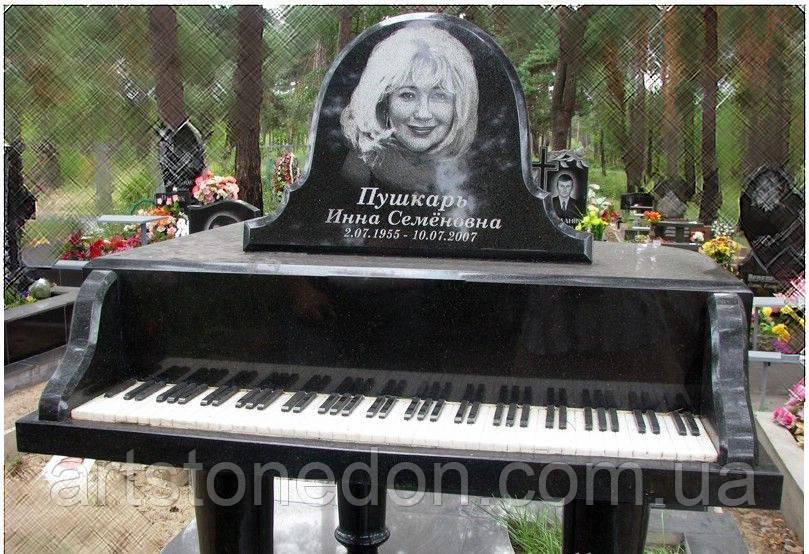 Эксклюзивный надгробный памятник в форме пианино (рояля)