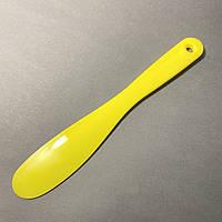 Шпатель пластиковый универсальный желтый 1 шт