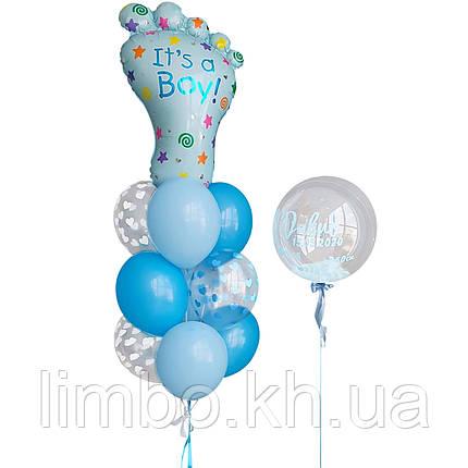 Композиция из шаров на выписку из роддома с фольгированным шаром Ножка и шар bubbles с перьями и надписью, фото 2